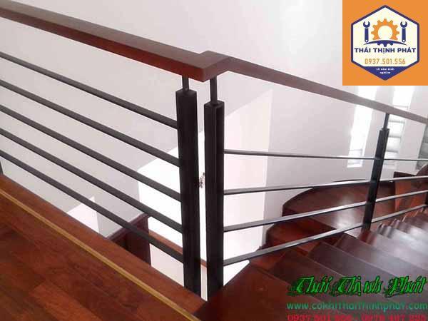 Làm cầu thang sắt tại TPHCM giá rẻ