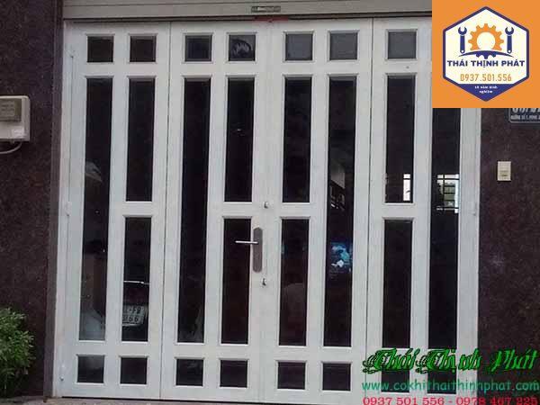 Làm cửa sắt tại TPHCM giá rẻ