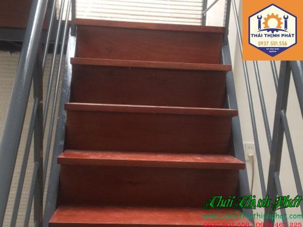 Làm cầu thang sắt tại biên hòa